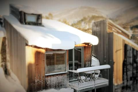 CHILL-OUT @ THREDBO - chic freestanding ski cabin