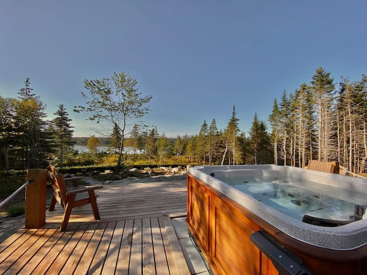 Upscale Lake Cottage Falcon-Outdoor Hot Tub/Sauna
