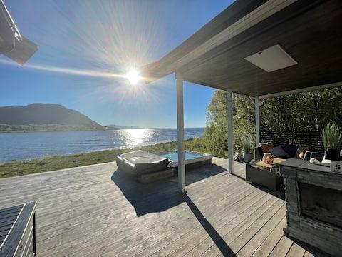 VILLA VANG - nydelig hytte ved sjøen.