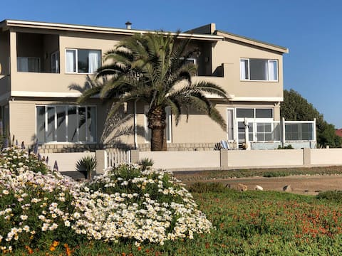 Scenic seafront self-catering house