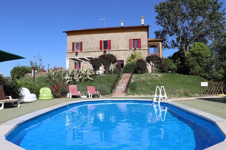 Villa Alessandri, 7 camere, vicino al mare