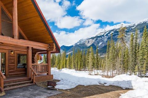 •Perfect Rustic Log Chalet Getaway för skidåkning eller vandring