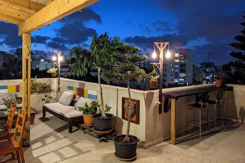 Charming rooftop studio in downtown Herzliya