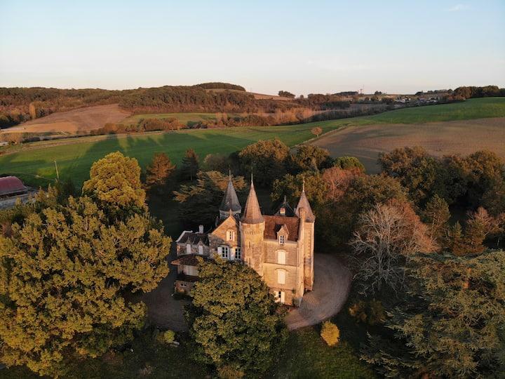 La chambre de la Tour, au château du Plantey