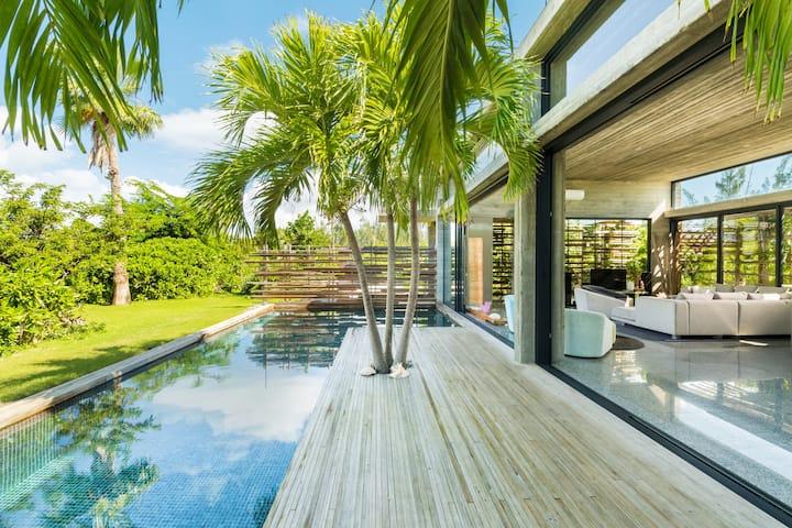 Villa Islander in Grace Bay, Turks & Caicos