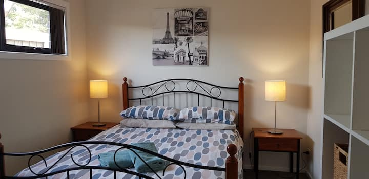 Comfy and Spacious Torquay Guesthouse