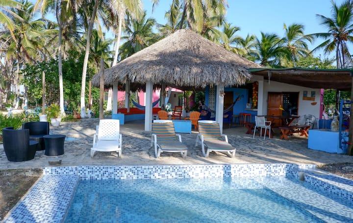 Villaperdida. Beach cabin with  private beach