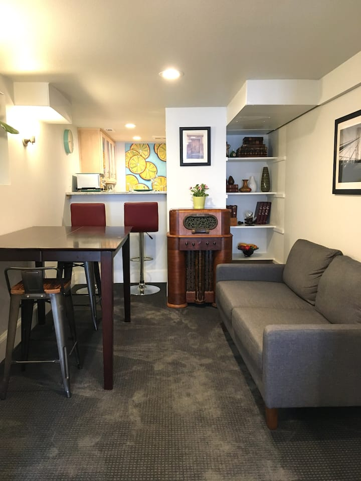 Private Suite in the Heart of Portland !