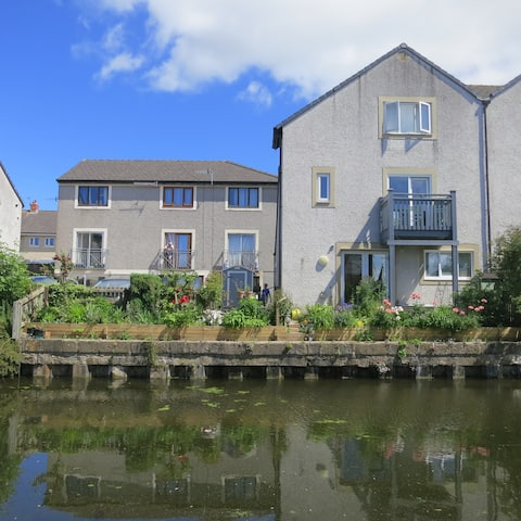 Double room & breakfast beside the Lancaster Canal