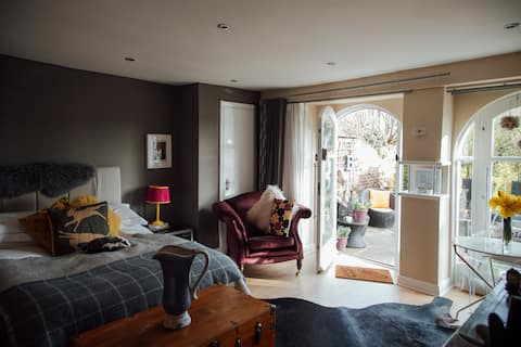 The Hollies - Luxury self contained apartment