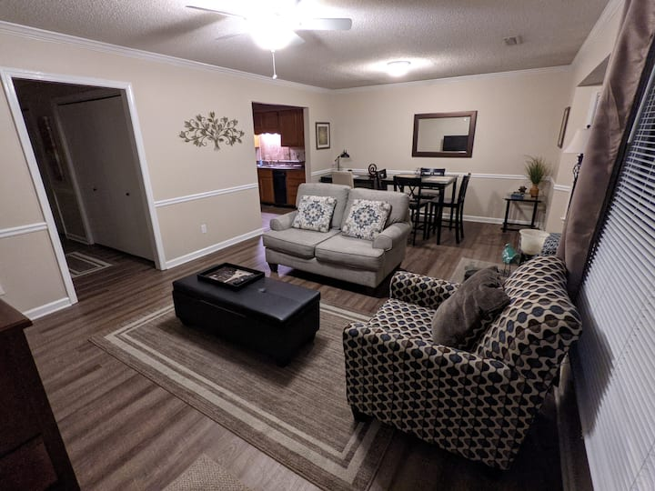Condo with King: 2 bedroom in quiet community