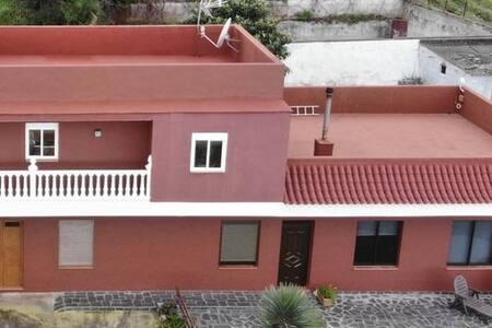 La casa ocupa la planta baja.
