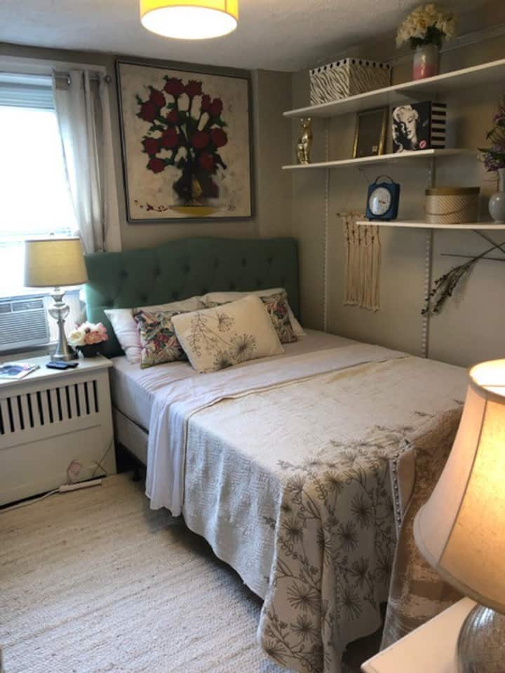 Cozy Room in Stylish House in Germantown