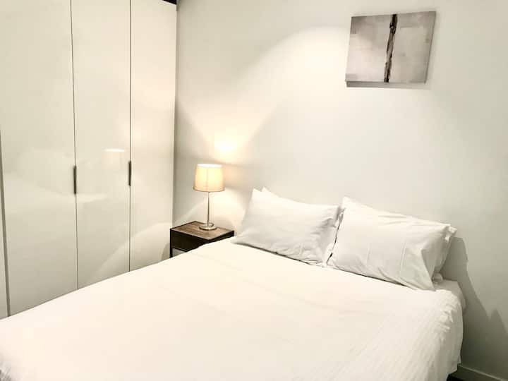One Bedroom Apartment in Melbourne City