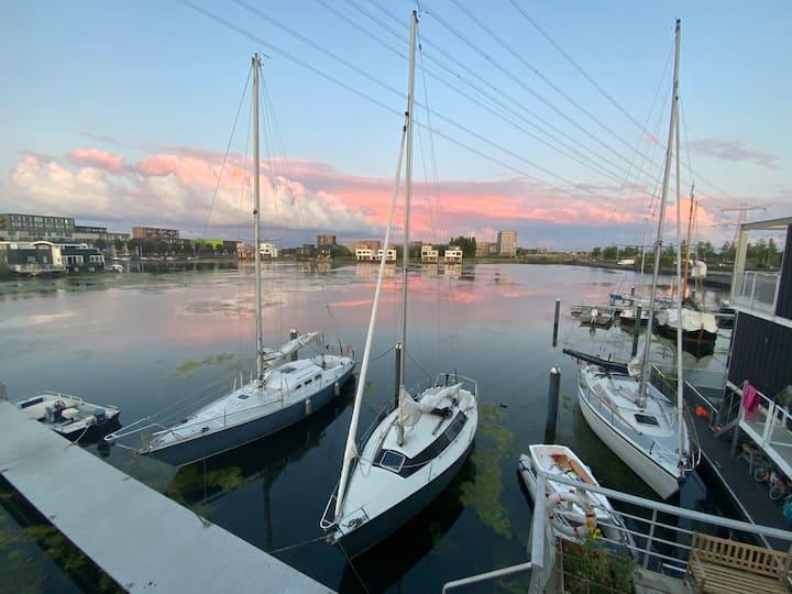 Modern & luxurious 156m2 watervilla + parking free