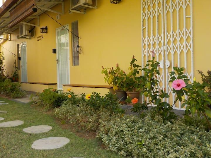 GurneyBNB - Garden View Room 1