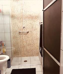Banheiro todo adaptado