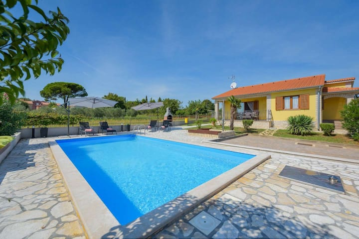 Villa Sol Avis in Kastelir with swimming pool