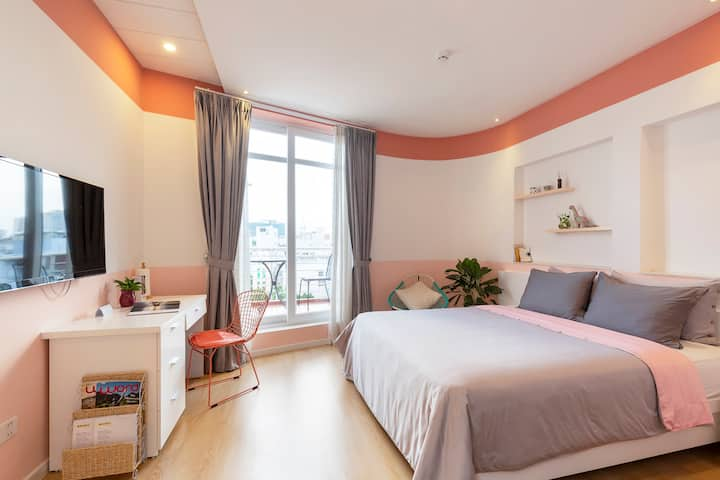 SUITE in the ❤️ of SAIGON∙ Oc Dao Alley ∙ NT32