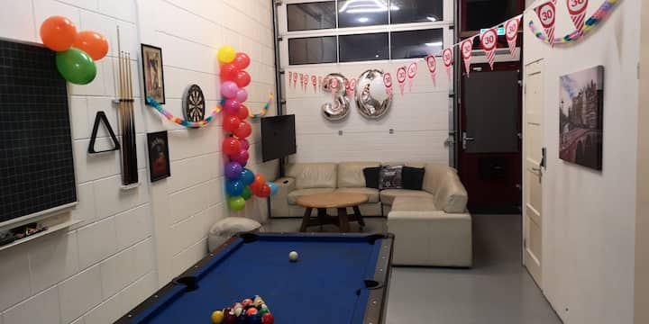 PARTY/STAG NIGHT GUESTHOUSE! 12 GUESTS! PARKING X3