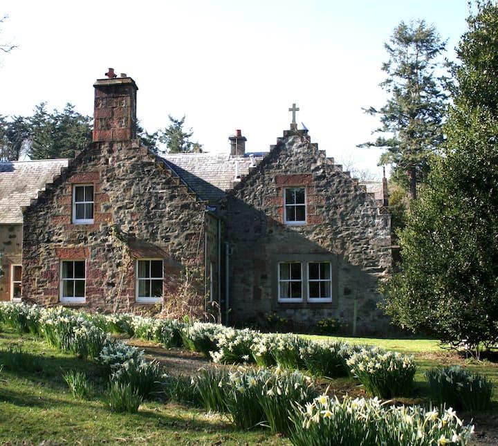 Beech Tree Cottage, Fingask Castle, Rait