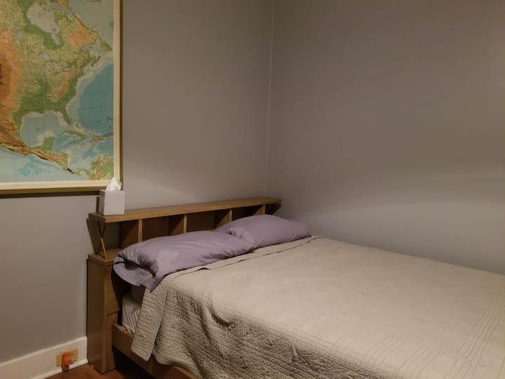 Cozy room near CMU and Pitt