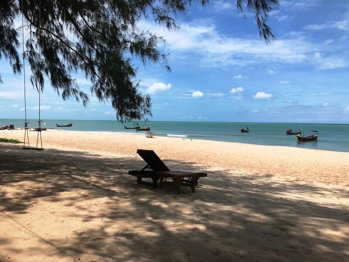 Ao Thai Beachfront Bungalow Resort near Songkhla