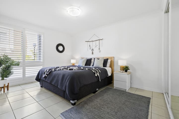 Main bedroom with king bed + built in robe