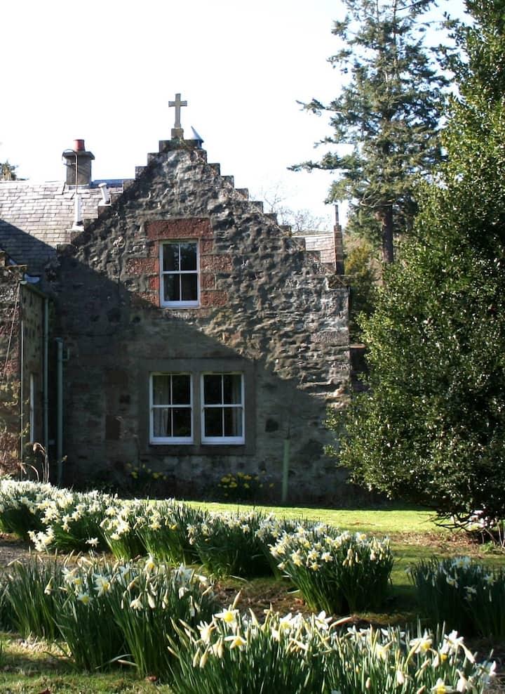 Sycamore Cottage, Fingask Castle, Rait, Perthshire