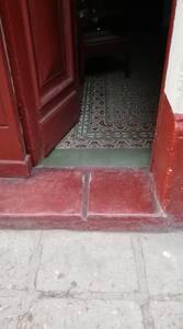 Escalón de entrada a la Casa