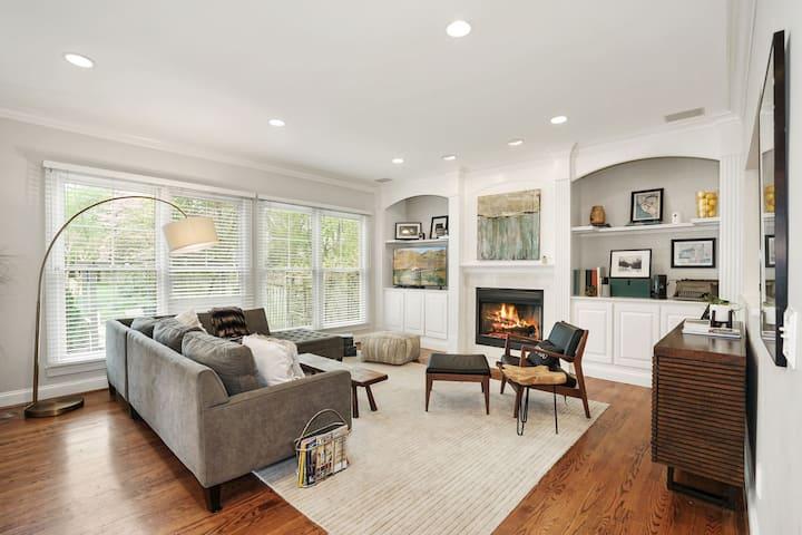 Spacious modern home near redline
