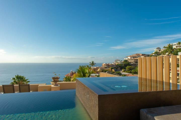 Ocean Views & Swim-Up Pool Bar: Villa Gran Vista