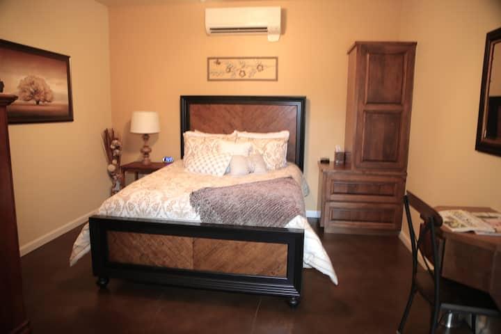 Salir Room - (La Aldea Bldg) Asante Lodging