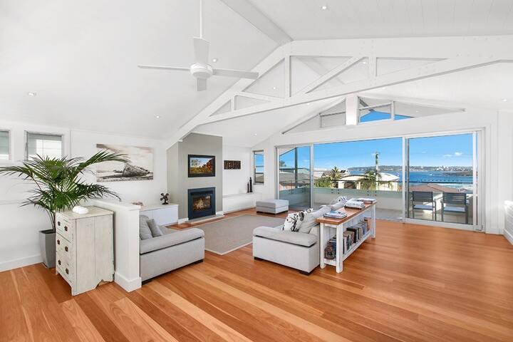 Stunning beachhouse overlooking Curl Curl beach