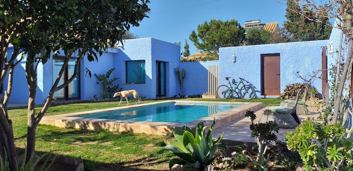 Blue House 250 m from the beach