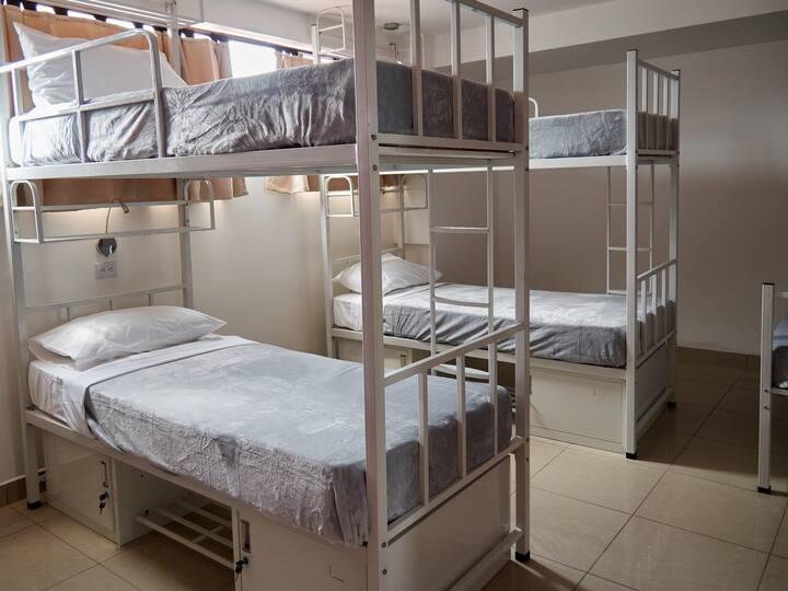Dormitorio Hostel Del Paseo. Tarifa por persona.