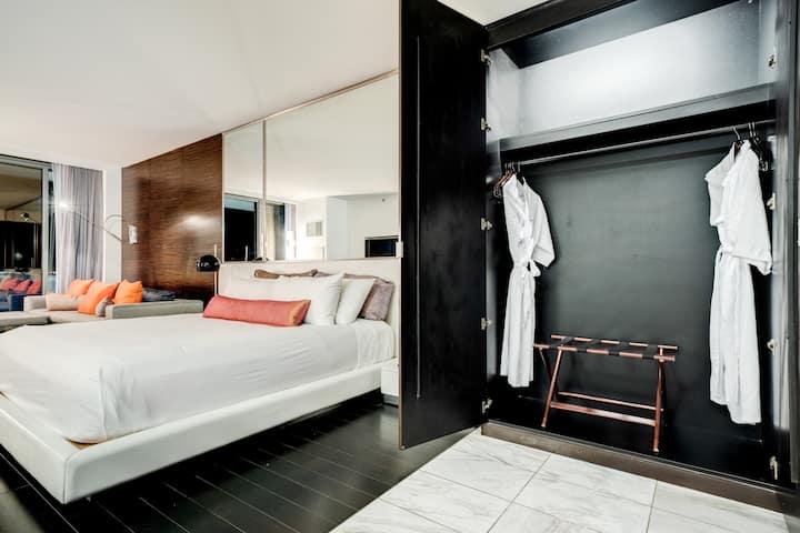WN21 Luxury Studio| Mountain View | Pool | Balcony