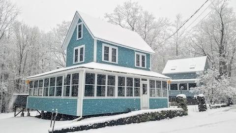 Brookside Cottages Close to Skiing, Golfing & Lake