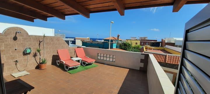 Apartamento con terraza junto al mar