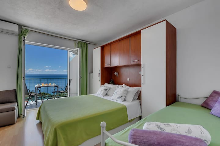 Studio App Ema - room and balcony