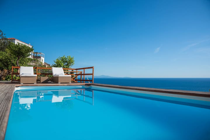Villa Costanza, pool and jacuzzi with a great view