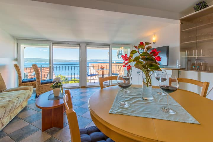 Penthouse with great sea view- only 200 m to beach
