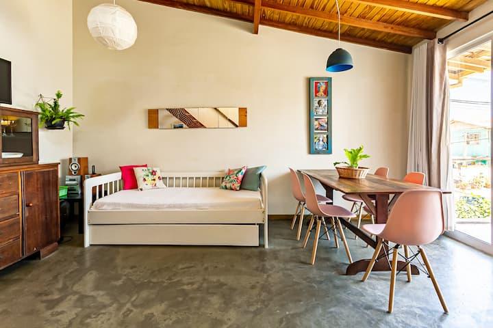 Linda casa a 50 metros da praia do Campeche!