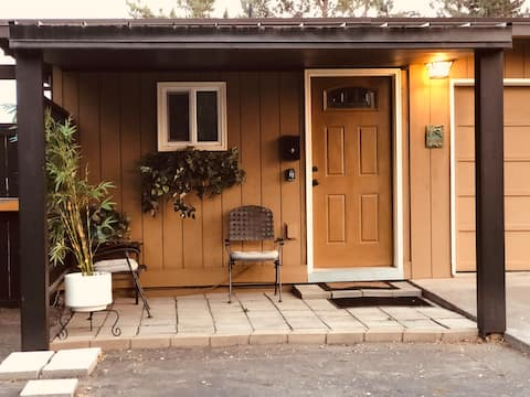 Parkside Studio Cottage~ Privacy Security Safety