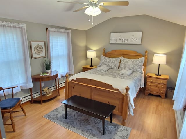 Private Queen Bedroom has Luxury Premium Ultra Soft Quilts by Laura Ashley, Clara Clark Premier 1800 Series Microfiber Bed Sheets and Luxury Down Alternative Pillows with Breathable Double Brushed Microfiber Luxury Pillow Covers