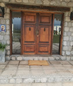 Puerta de entrada a la casa Bien iluminado