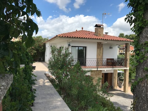 House with swimming pool 30 min. from Barcelona
