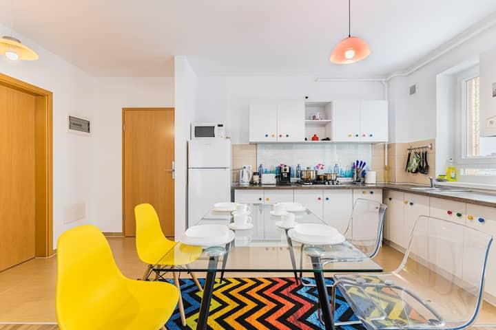 Enjoy Colorful Apartment/5 min  Mall/Netflix/WIFI