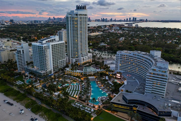FontaineBleau, 2 Dbl Queen Bed & Balcony OceanView