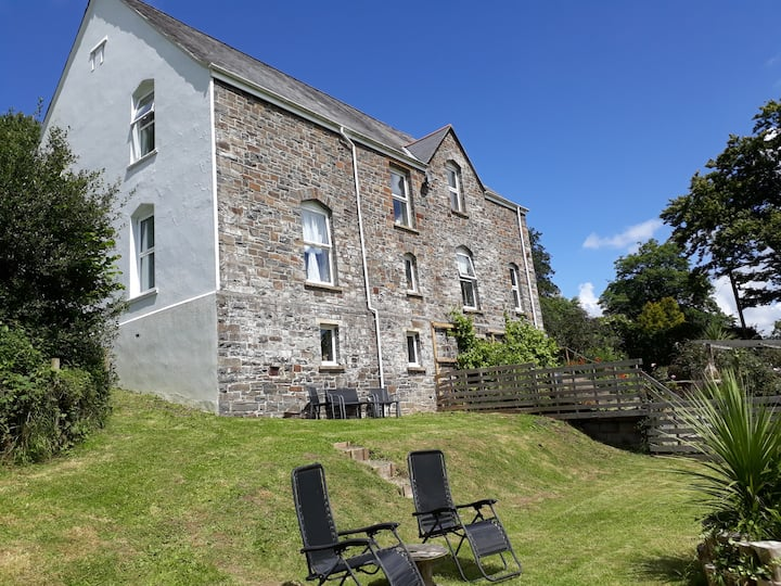 Brecon Suite-Large Apartment with PRIVATE Hot Tub